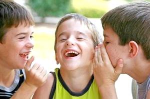 Для чего ребёнку необходимо общаться со сверстниками и взрослыми людьми