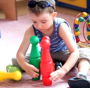 Как проходит адаптация ребенка в коллективе и чем могут помочь родители + видео