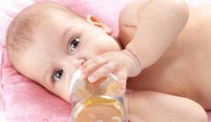Молоко для грудничков: можно ли давать + видео