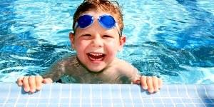 На что обратить внимание при выборе бассейна ребёнку для занятий плаванием