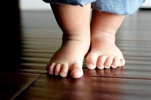 Первые шаги малыша.