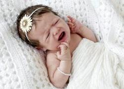 Растяжение и болезненные ощущения в шее у ребенка: как помочь.