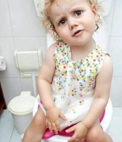 Ребенок боится какать или психологический запор у ребенка